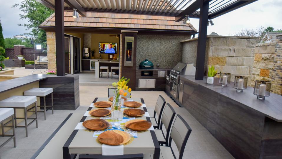 Outdoor Kitchen with Equinox
