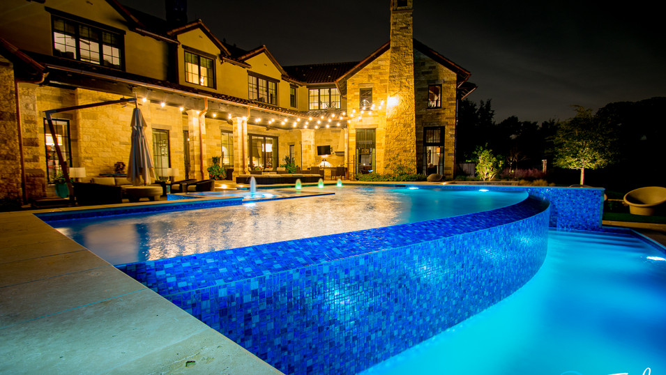 Infinity Pool with perimeter overflow spa