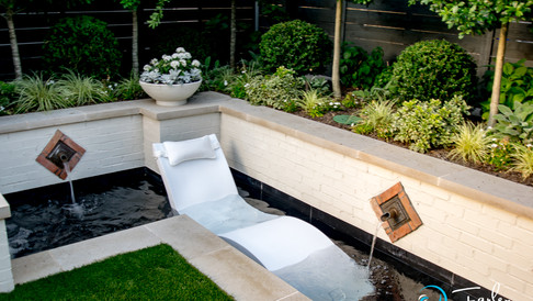 Ledge Lounger in Fountain