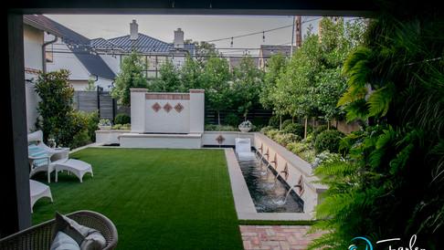 Small Yard - Spectacular Fountain