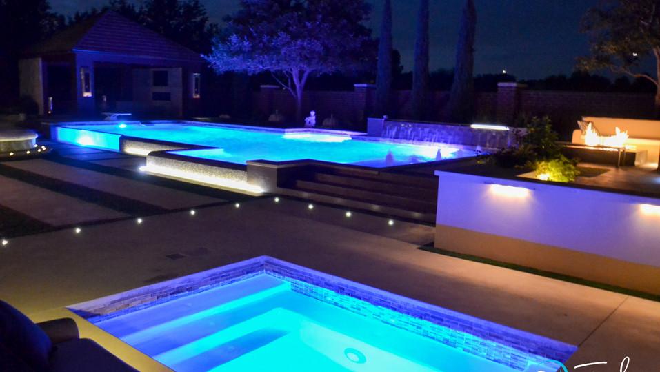Detached Spa & Modern Pool