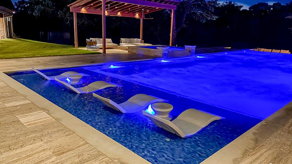 Contemporary Swim Up Bar Pool Tanning Ledge