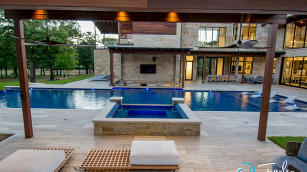 Contemporary Swim Up Bar Pool