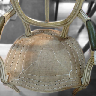 Les principales étapes de restauration d'un siège avec un garnissage en crin traditionnel.