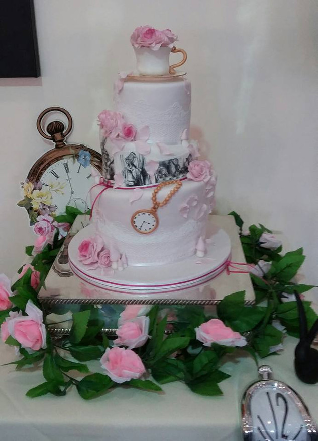 alice-in-wonderland-themed-wedding-cake
