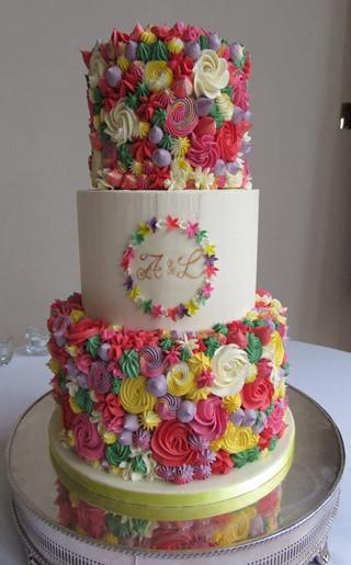 seashell-themed-wedding-cake