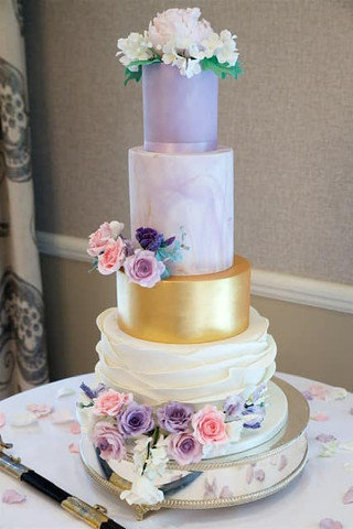 marble-ruffle-wedding-cake-gold-lilac.jp