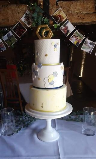 honeycomb-themed-wedding-cake