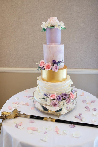 marble-ruffle-wedding-cake-gold-lilac