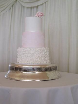 fondant-ruffle-wedding-cake-white