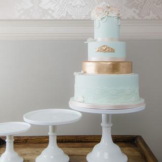 traditional-wedding-cake-white-gold.jpg