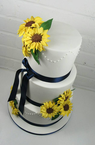 traditional-wedding-cake-white-icing-sun