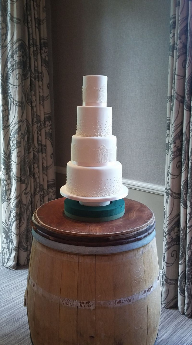 traditional-white-icing-wedding-cake-4-t