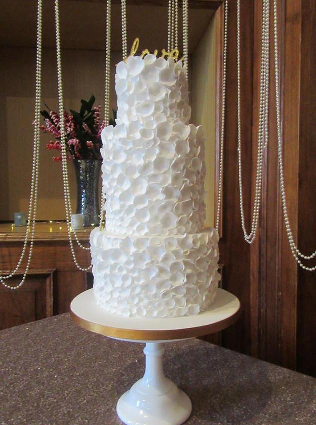 petal-wedding-cake-white
