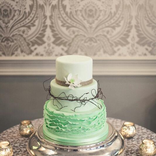 fondant-ruffle-wedding-cake-mint-white