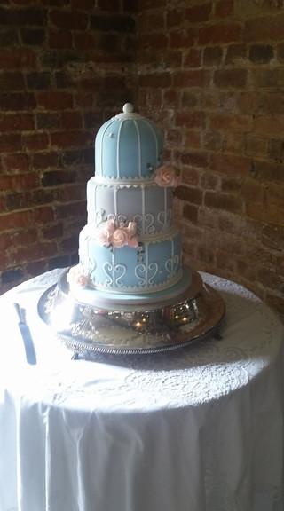 antique-bird-cage-themed-wedding-cake