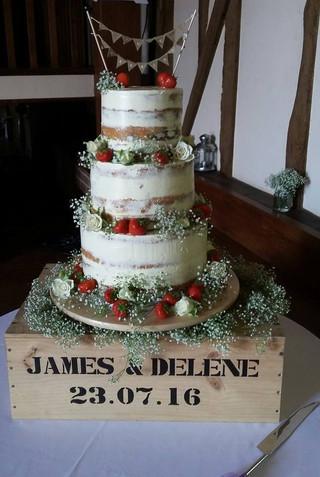 rustic-semi-naked-wedding-cake