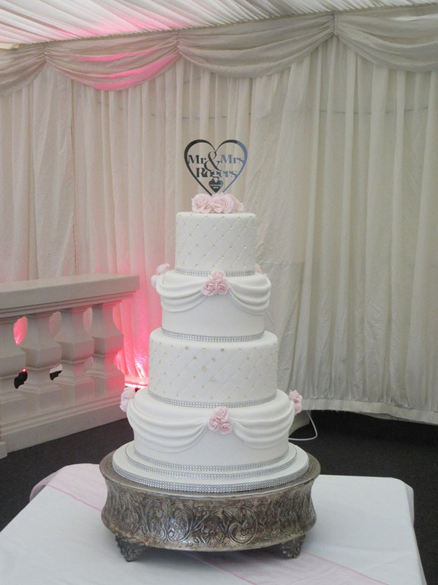 fondant-swag-wedding-cake-4-tier