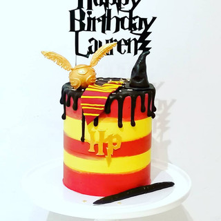 Harry Potter Drip Cake