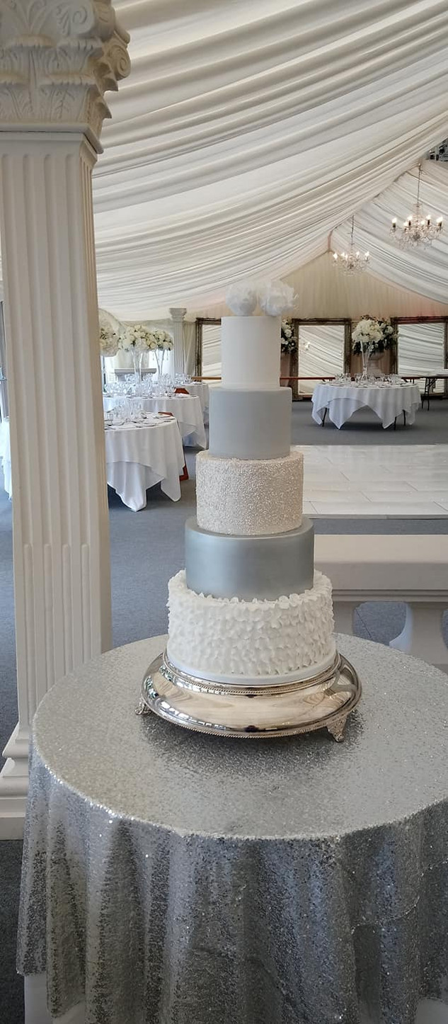 fondant-ruffle-wedding-cake-white-silver