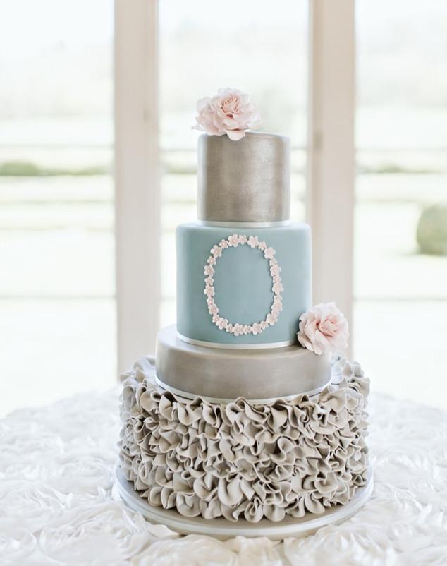 fondant-ruffle-wedding-cake-silver-eggsh