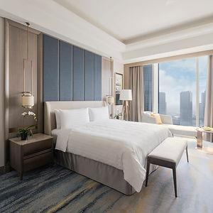ExecutiveSuite-bedroom_SQ.jpg