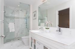 Insuite Modern Bathroom
