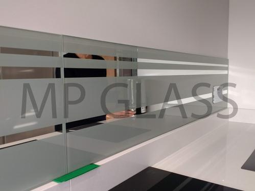 splashbacks with mirror striped design
