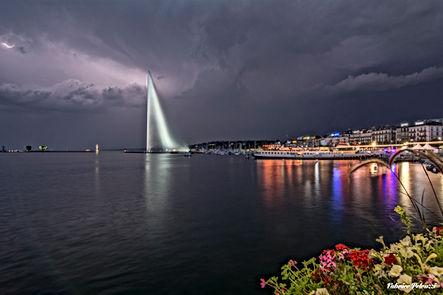 Jet d'eau de Genève de nuit