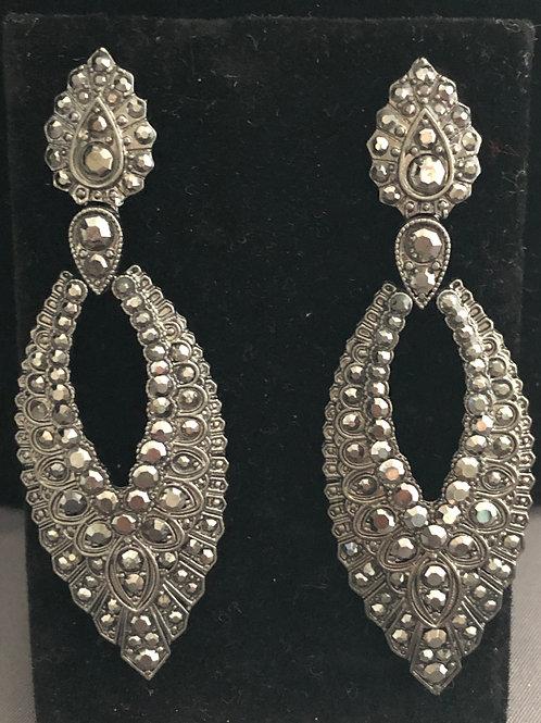 Light gray tear drop chandelier pierced earring