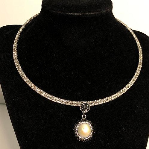 ROUND white Freshwater Cultured Pearl pendant Swarovski