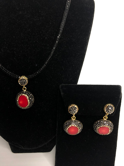 Round shaped pendant in Red coral and Austrian crystals SET