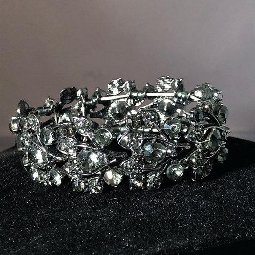 Leaf design in Austrian crystal elastic bracelet
