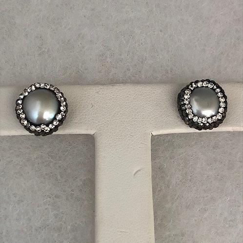 Pierced stud earrings in white SMALLER coin FWP