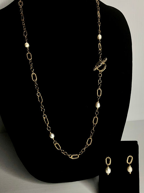 Chain link necklace intermixed with FWP with toggle clasp and matching earrings
