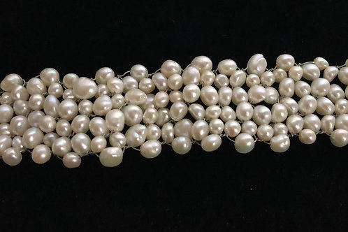 White Freshwater cultured pearl bracelet