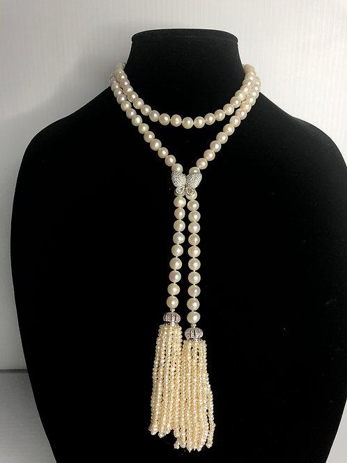 White lariot FWP necklace with decorative tassel