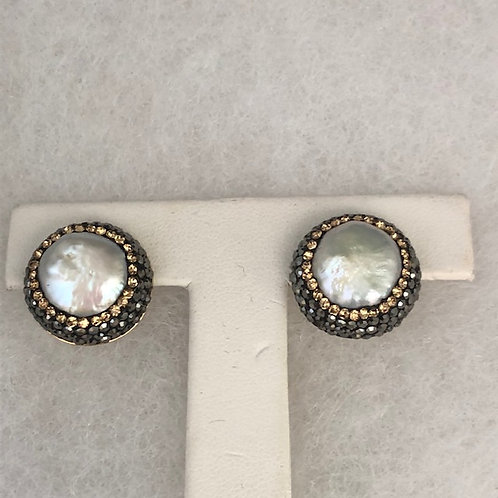 Pierced stud earrings in white large coin FWP set in gold