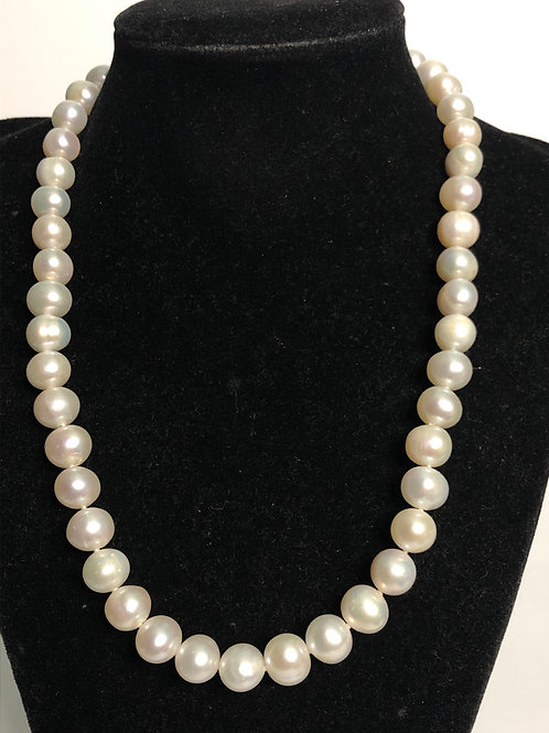 Single strand 8-9 mm Freshwater pearls necklace