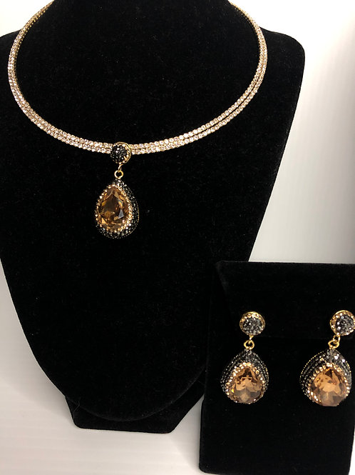 Gold collar with Champagne Tear Drop pendant & Earrings