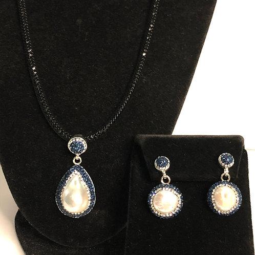 Freshwater  Pearl pendant & earrings in Swarovski crystals