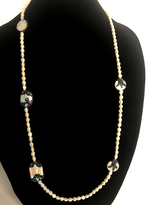 White FWP necklace with decorative Mother of Pearl pieces