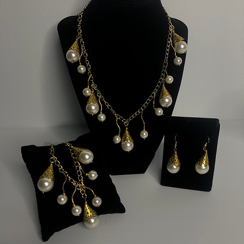 Indian gold plated bib FWP necklace with bracelet & earrings
