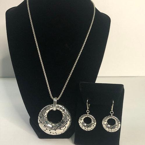 Designer look silver etched SET in black circle pendant
