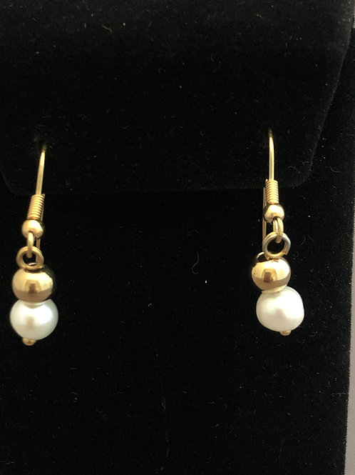 18 kt plated Gold Freshwater Pearl Earring with fish wire hooks