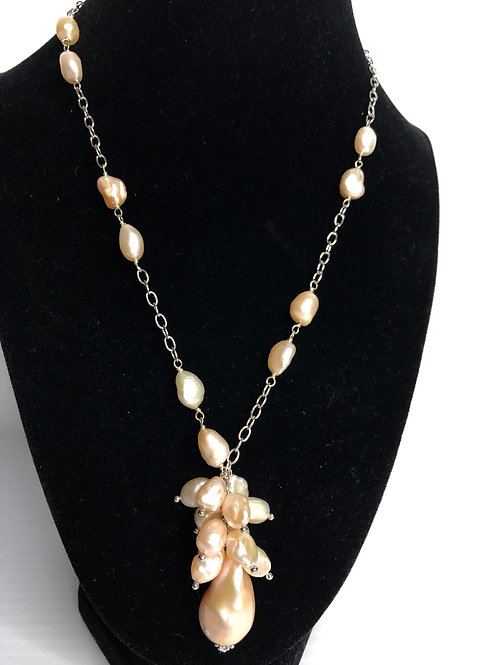 White with pinky tone  FWP grape design drop necklace