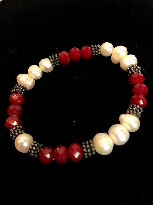 White FWP elastic bracelet in red beads and silver spindels