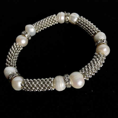 Single strand white FWP pearl bracelet with silver spindels