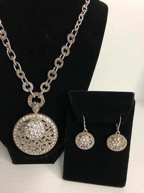 Designer  ROUND  pendant with earrings