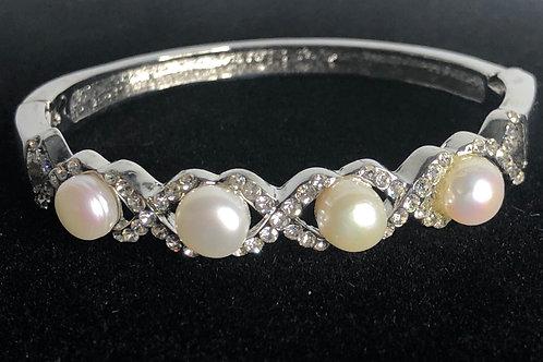 Freshwater pearl bracelet with cubic zircon stones